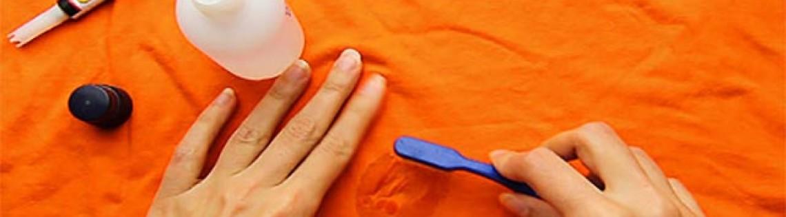 'Как можно собственноручно удалить следы клея с одежды