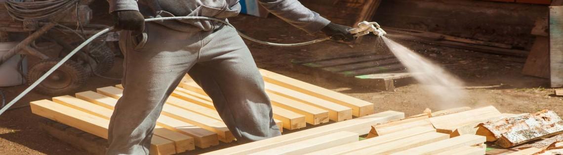 'Как провести огнезащитную обработку деревянных конструкций своими руками