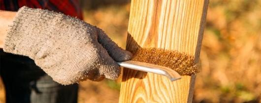 'Что такое браширование и как это поможет от коррозии древесины