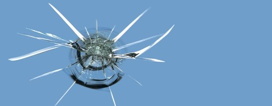 'На лобовом стекле появилась трещина: типы и способы ремонта