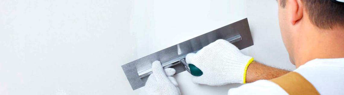 'Как провести работы со штукатуркой на поверхности стен под покраску