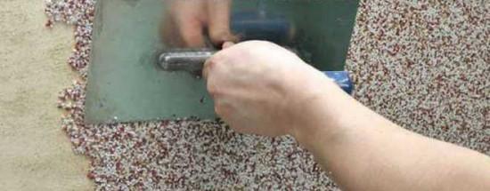 'Как провести отделку стен при помощи мраморной штукатурки