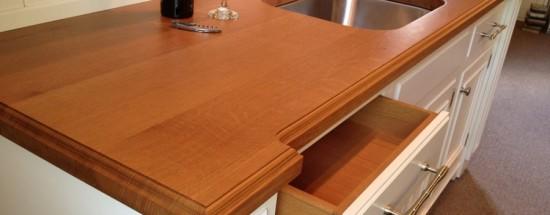 'Как провести покрытие лаковым составом деревянной столешницы