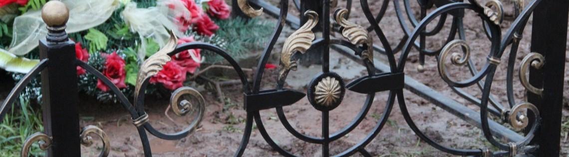 'Техника покраски и выбор красок для могильных оград на кладбище