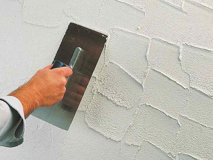 шпателем по стене