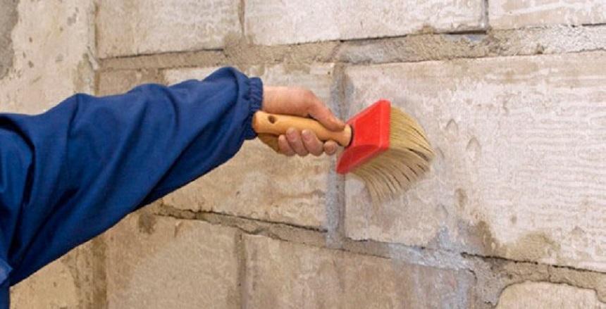 кисточкой по стене