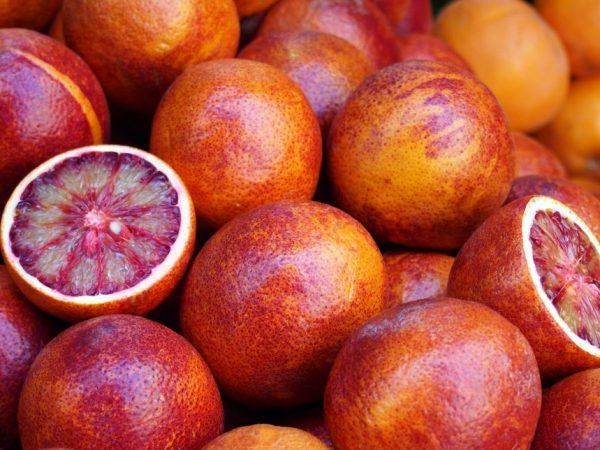 Цвет апельсина с нотками красного