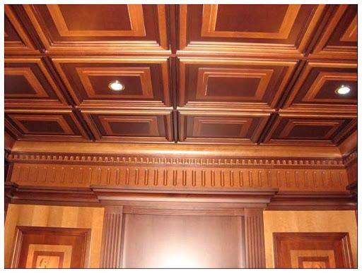 древесный потолок