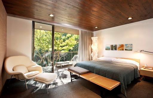 деревянный потолок лакированный