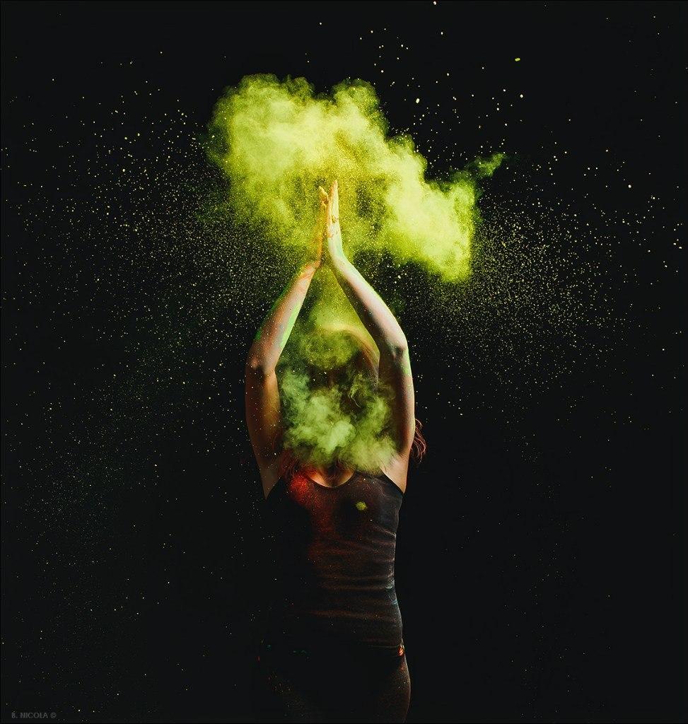 уайлд фотосессия с красками холи володіють яскравими голосами