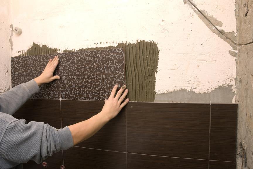 укладка плитки на шпаклеванную стену