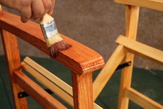 окрашивание садовой мебели