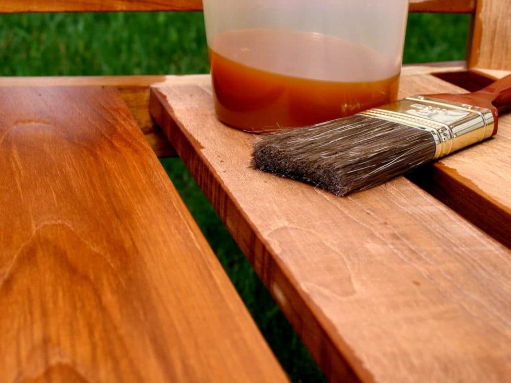 Масло для защиты садовой мебели