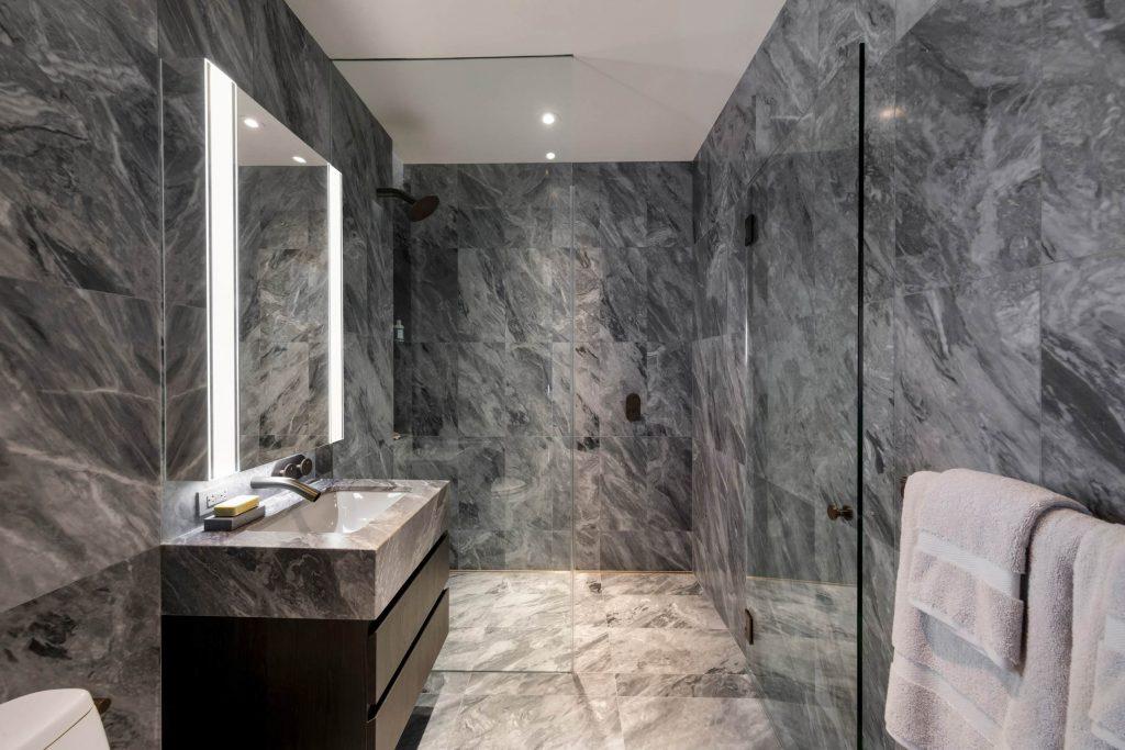 ванная комната серый мрамор