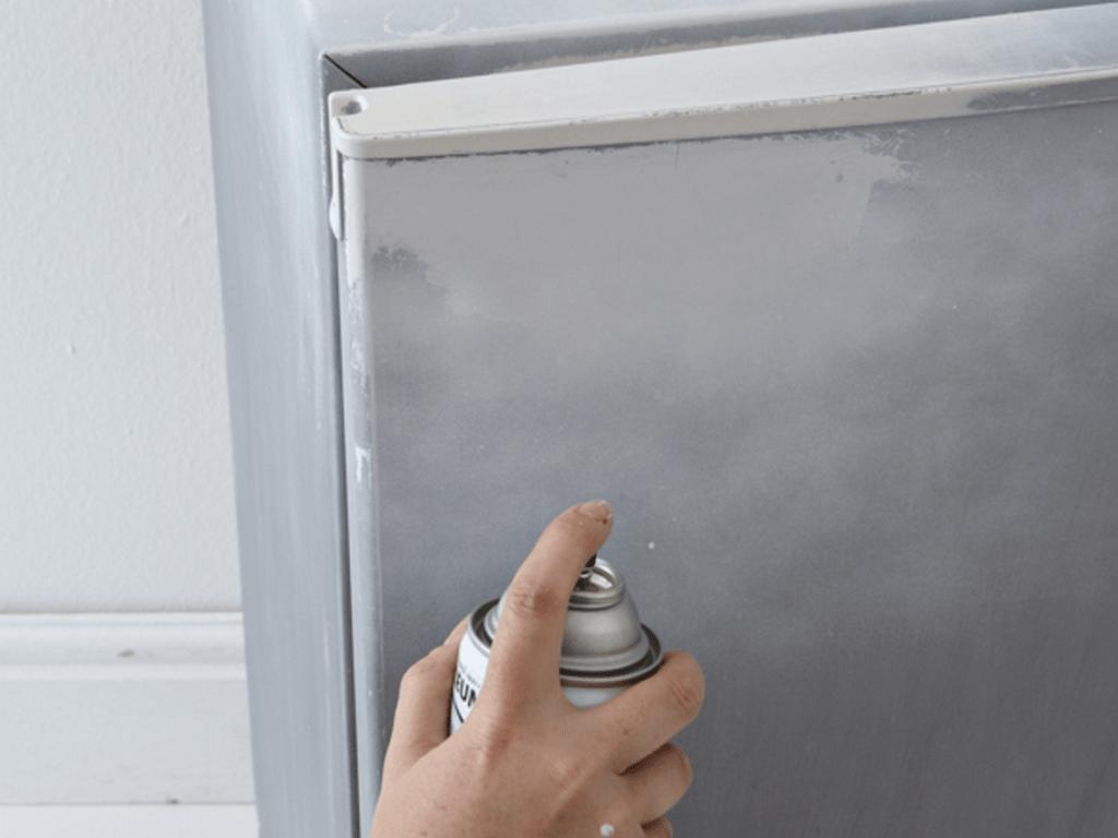покраска холодильника из балончика