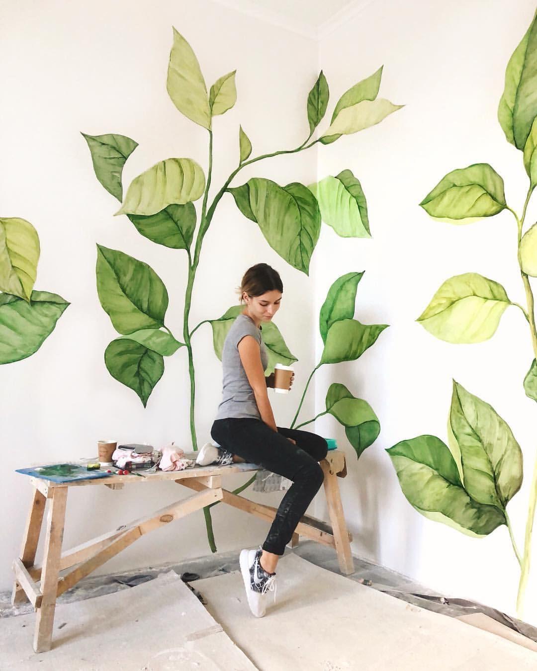 тропические листья рисунок на стене