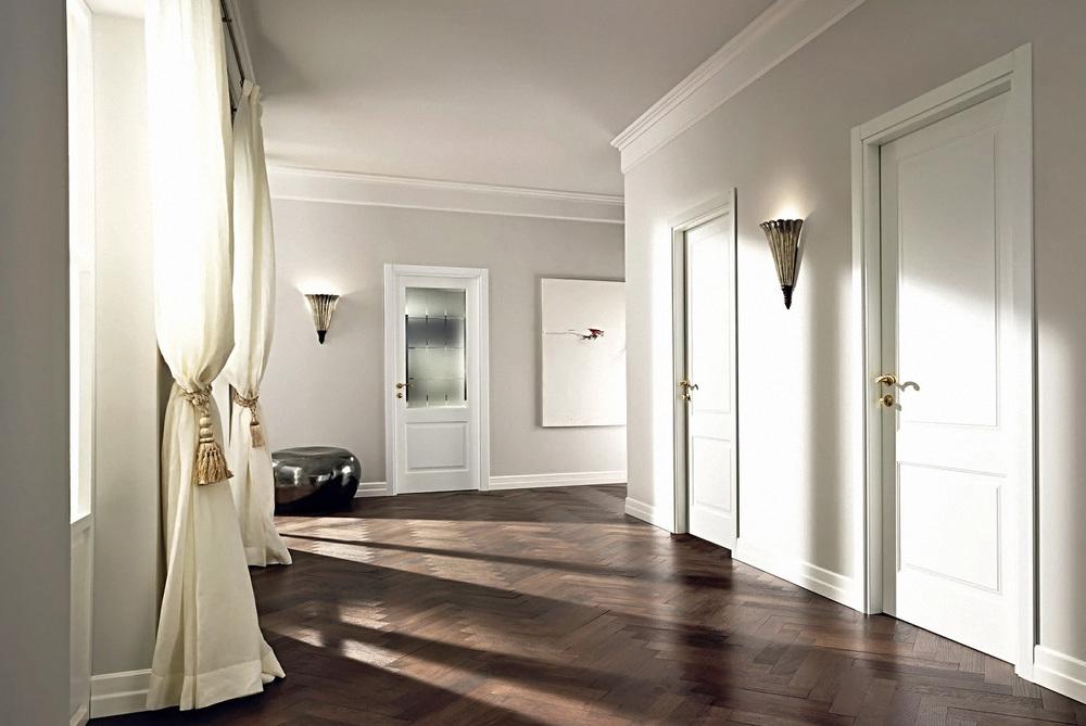 темный пол и светлая дверь