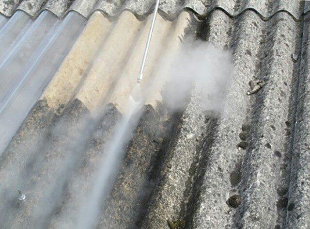 чистка шиферной крыши