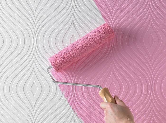 окрашивание виниловых обоев в розовый