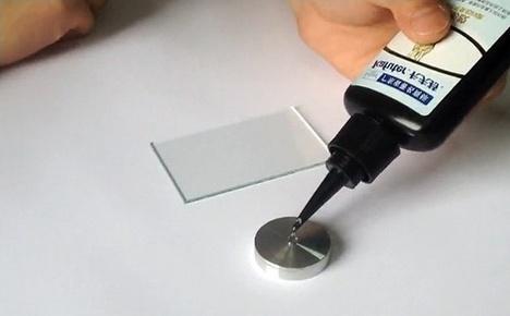 Приклеивание стекла к металлу