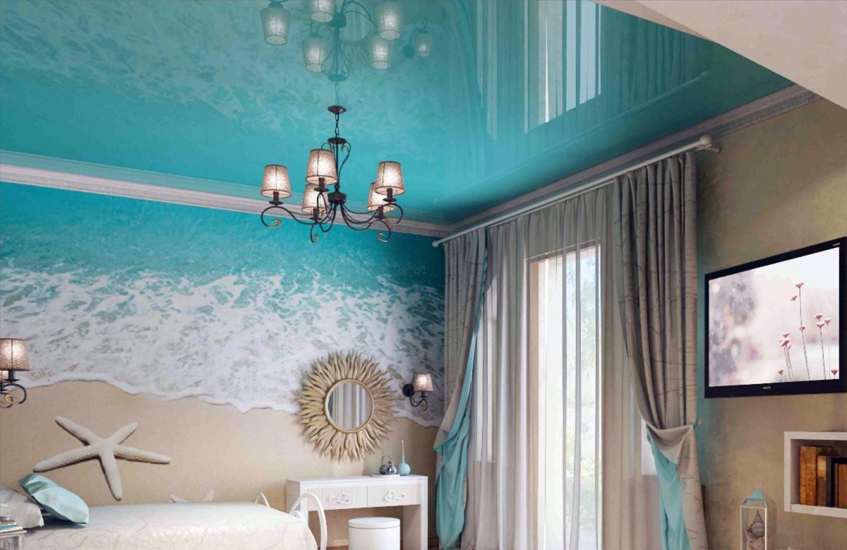 бирюзовый потолок в интерьере