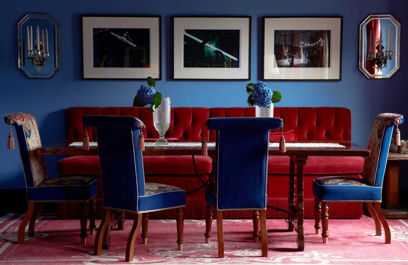 синий с красным интерьер
