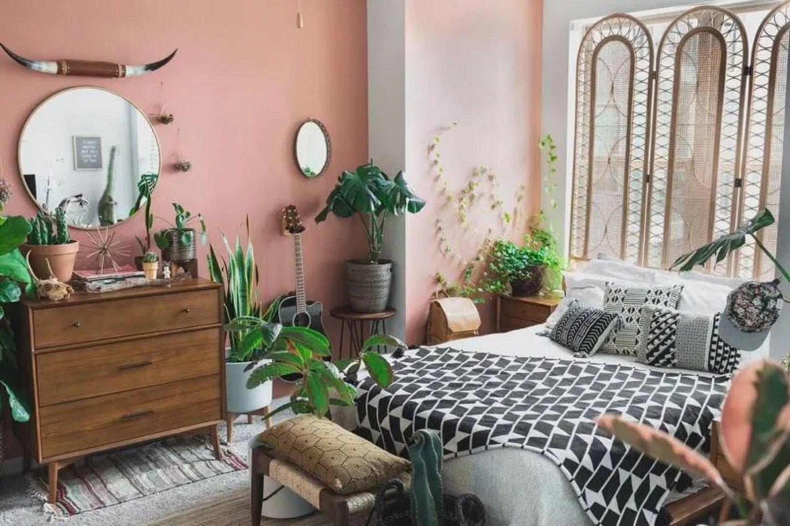 персиковый интерьер в бохо стиле