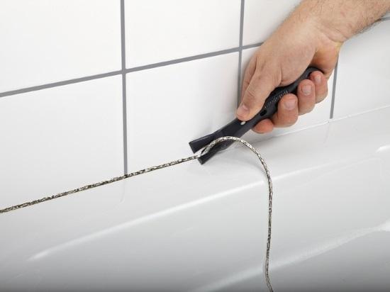 удаление плесени в ванной между стенами