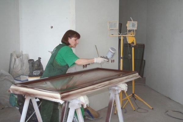 окрашивание окна краскопультом
